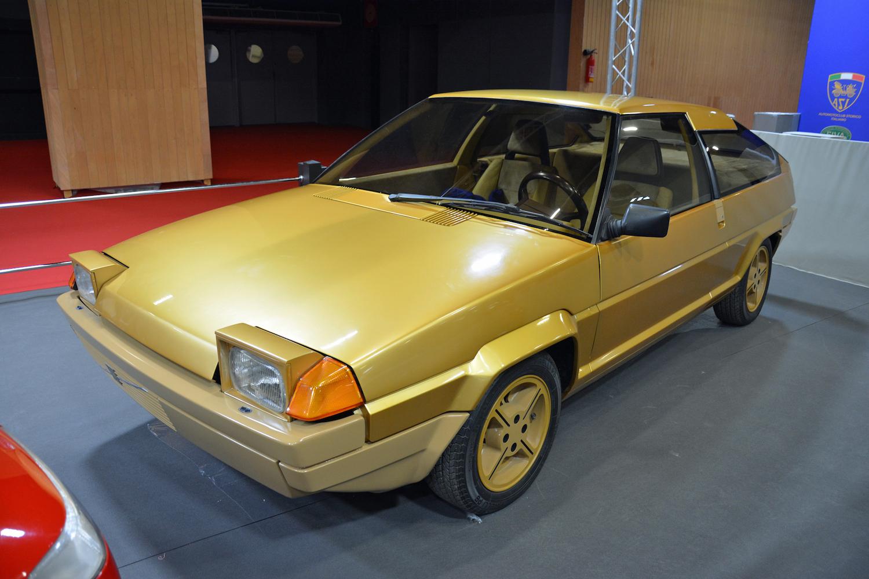 1979 Volvo Tundra front three-quarter