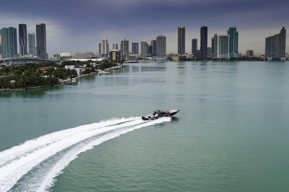 amg race boat overhead rear three-quarter action