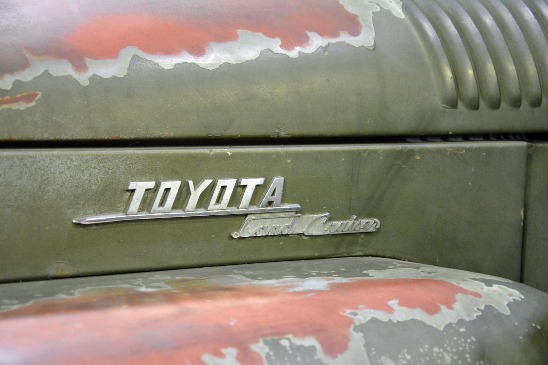 1958 Toyota FJ25 vintage badge