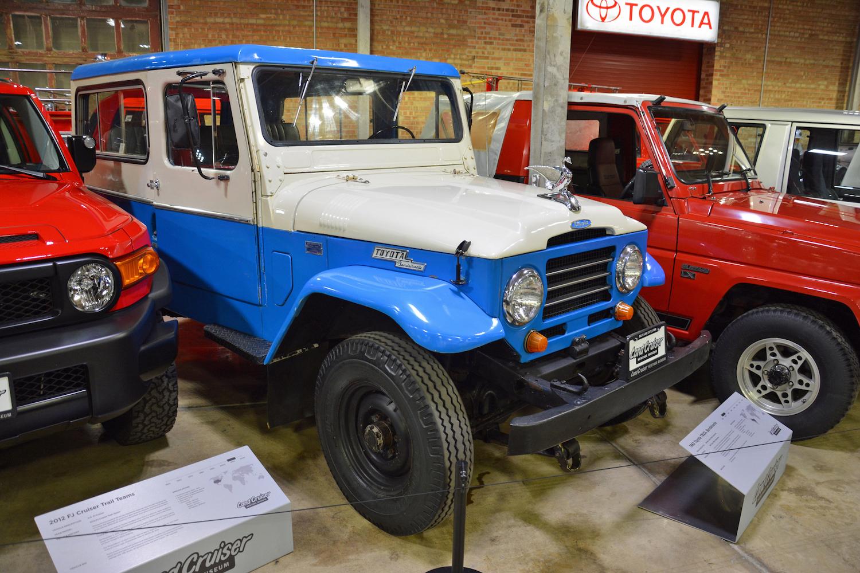 1963 Toyota TB25L Bandeirante front three-quarter