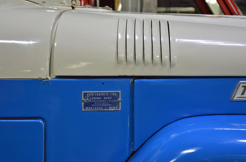 1963 Toyota TB25L Bandeirante hood vent