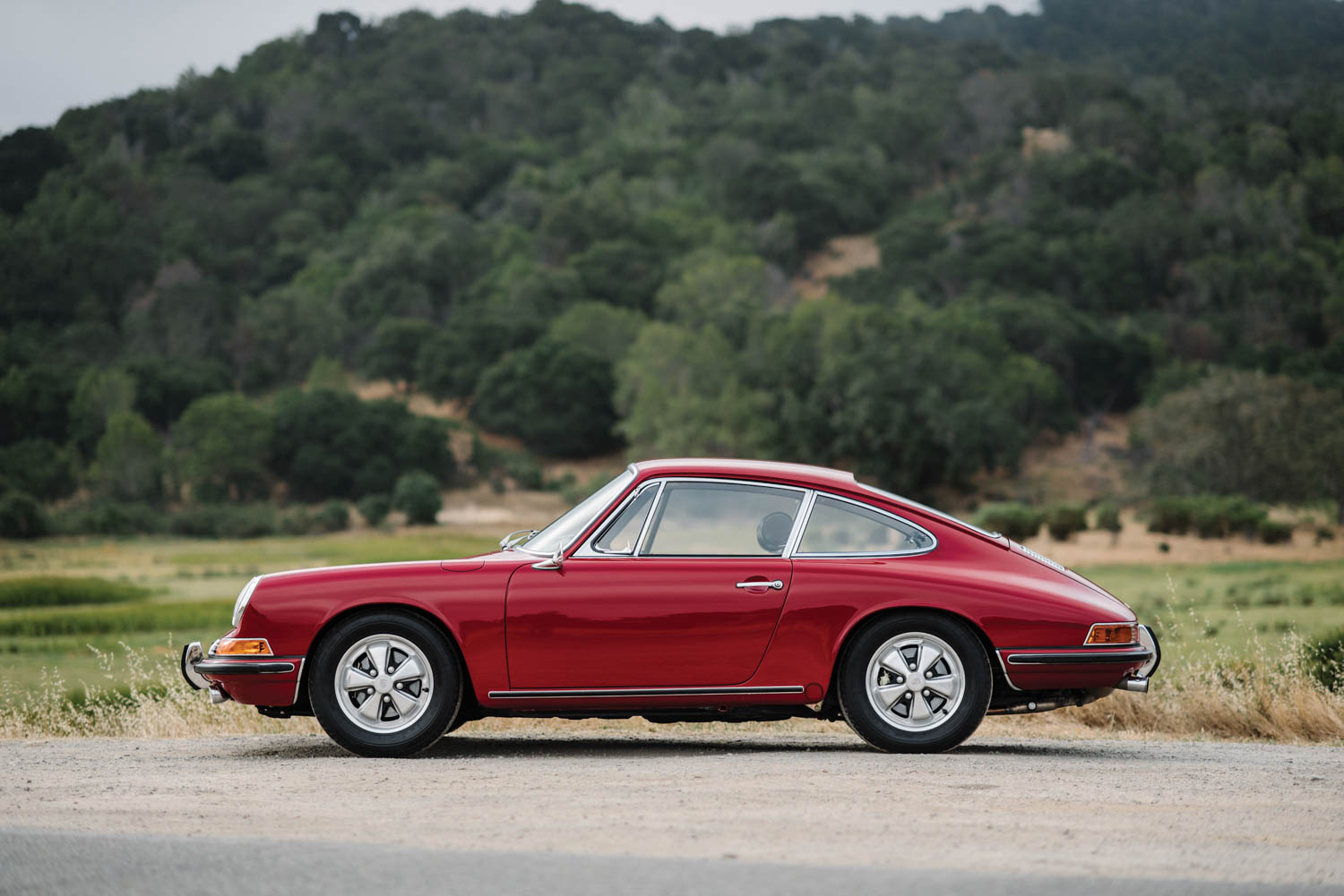 1967 Porsche 911 S Coupe side profile