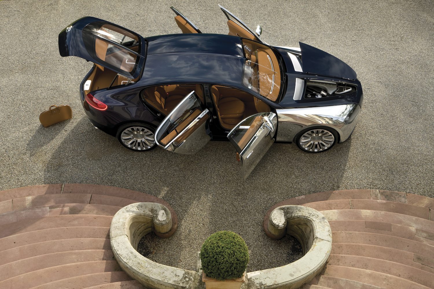 Bugatti 16C Galibier concept overhead side-view open doors