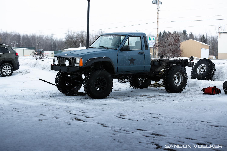 jeep comanche ice race truck front three-quarter