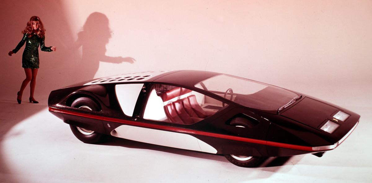 ferrari 512-s car with female model