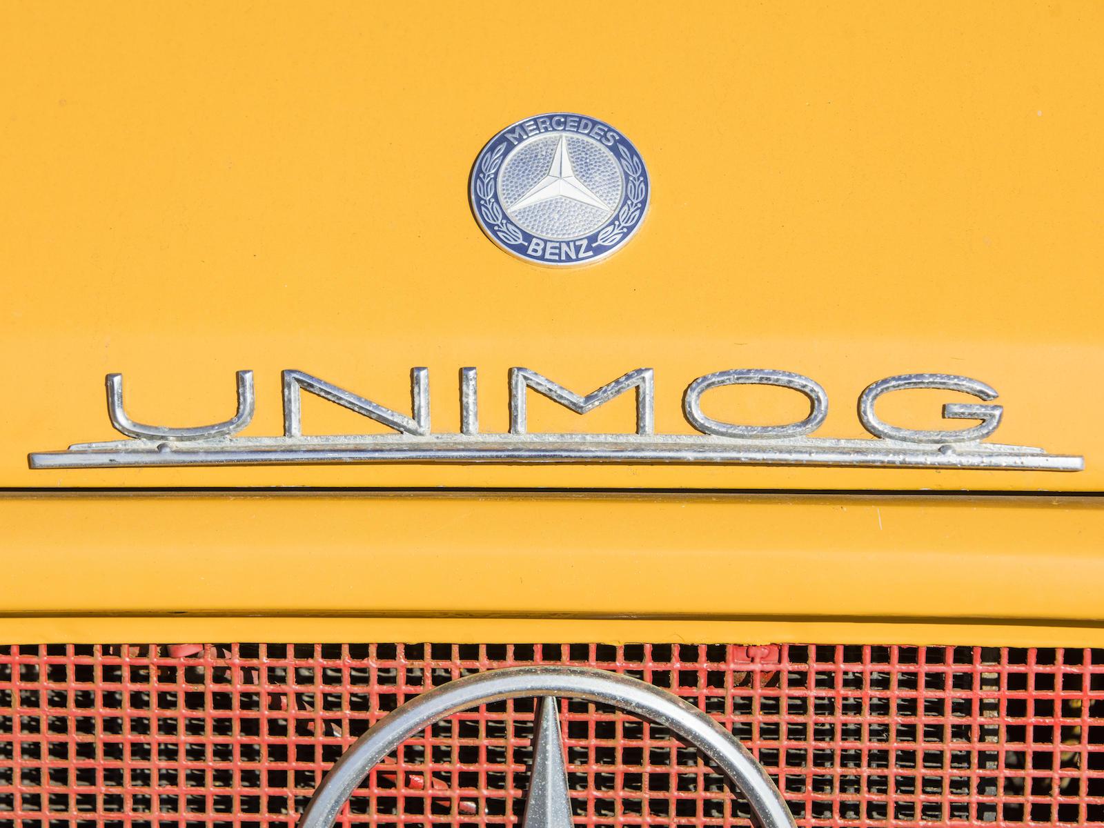 1966 Mercedes-Benz Unimog Car Hauler front hood decal details