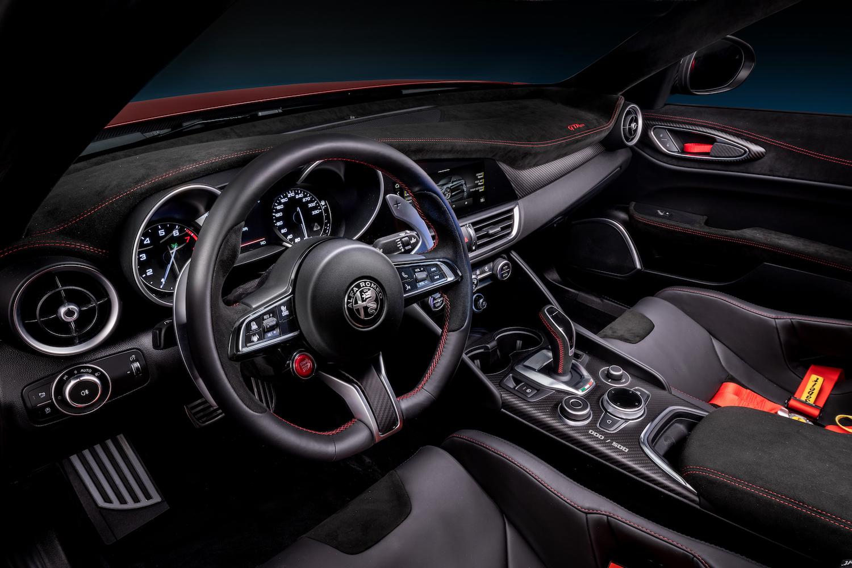 Alfa Romeo Giulia GTA front interior
