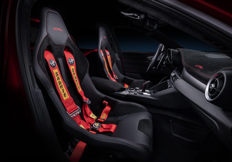 Alfa Romeo Giulia GTA interior seat