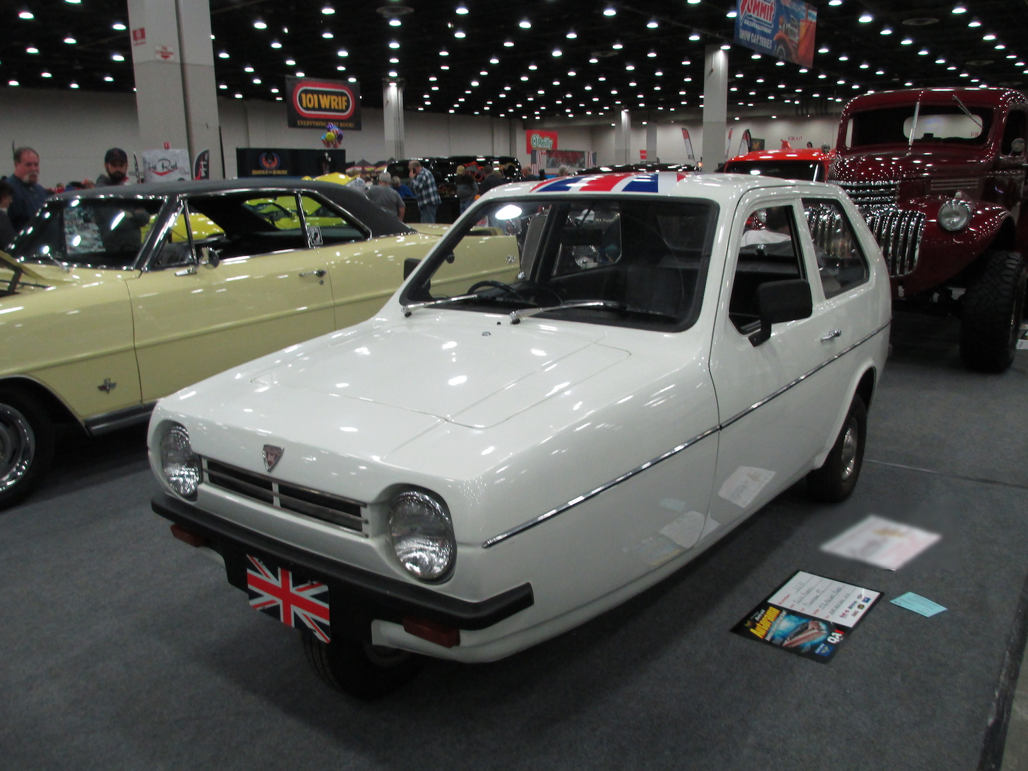 front three-quarter three wheeled car