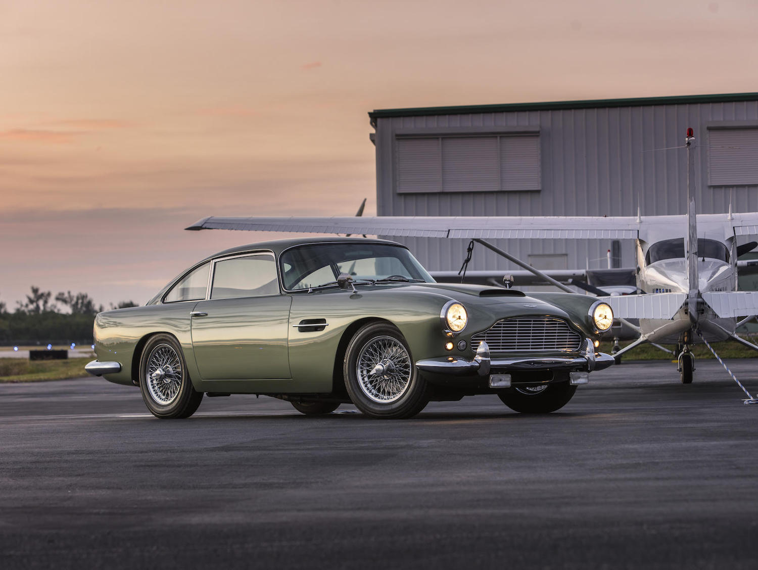 1962 aston martin db4 series 4 gt front three-quarter