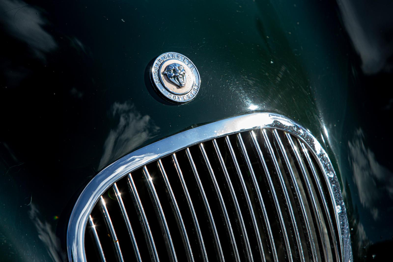 1952 Jaguar XK120 C-Type front emblem
