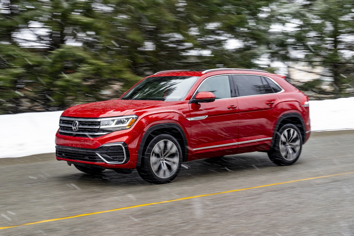 2020 Atlas Cross Sport Aurora Red front three-quarter on road action