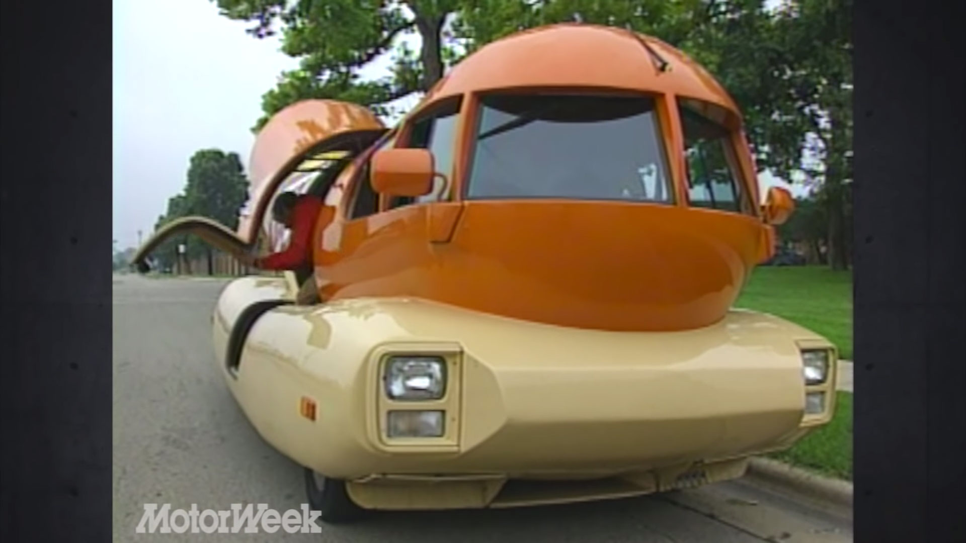 "1988 Oscar Mayer ""Wienermobile"" 
