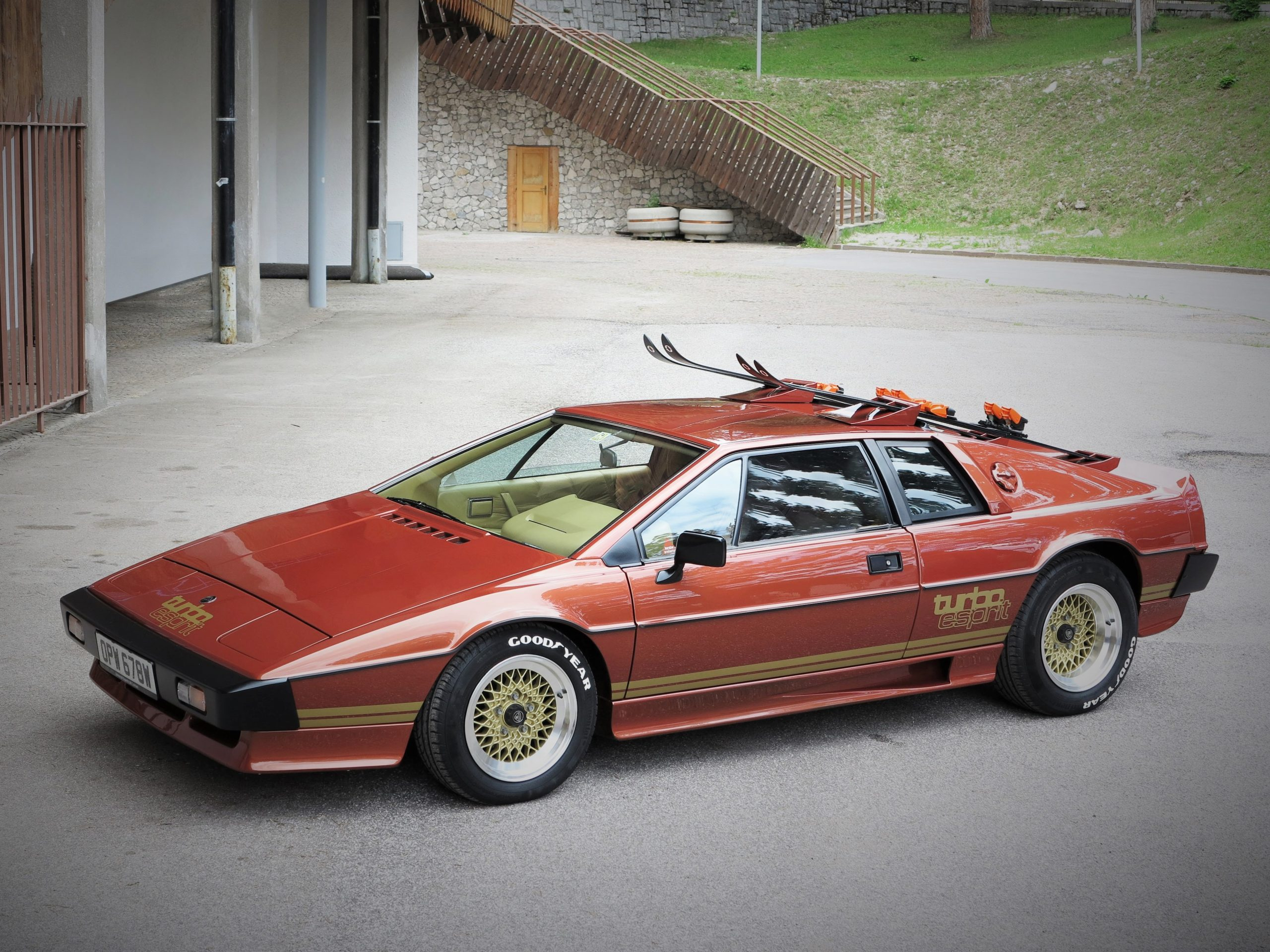 james bond lotus esprit turbo front three-quarter from 1981 film for your eyes only