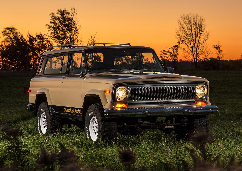 jeep cherokee suv front three-quarter