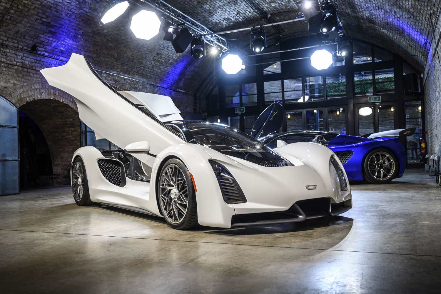 The Czinger 21C is a hybrid hypercar with a 1:1 power-to-weight ratio, and a whole lot more thumbnail