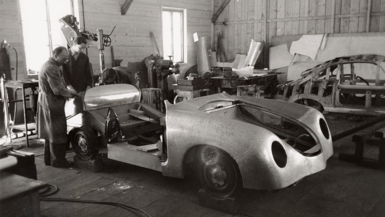 Porsche 356 workshop car body