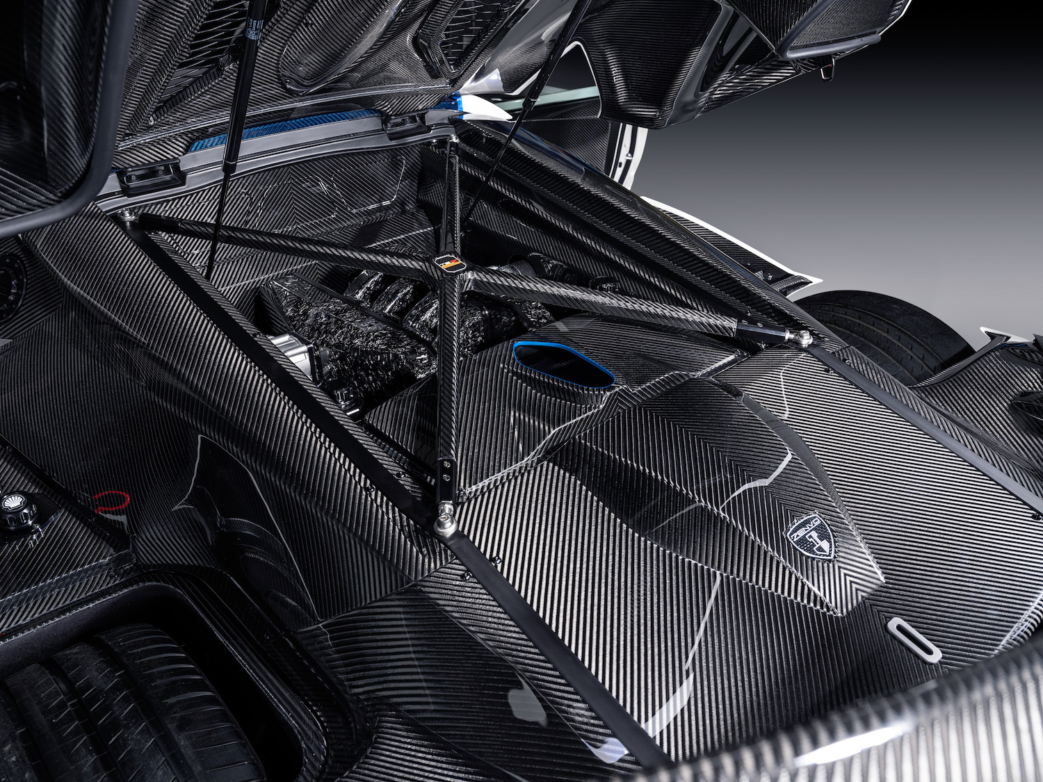 Zenvo tsr-s supercar carbon fiber engine bay