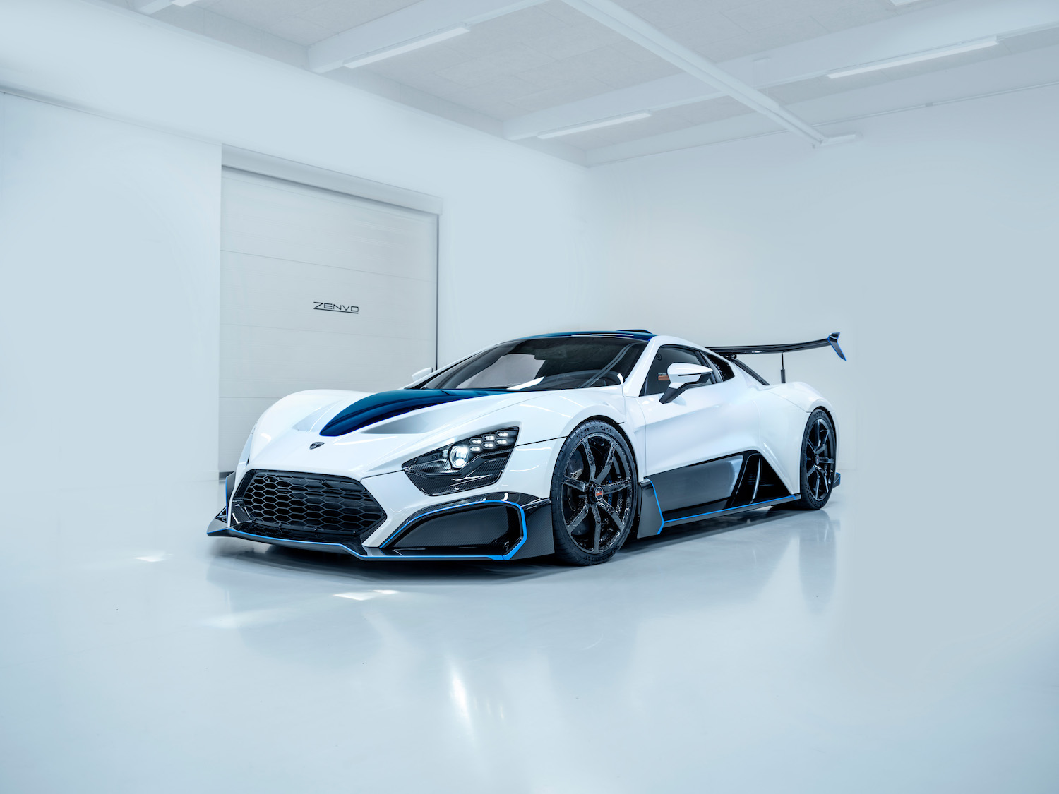 Zenvo tsr-s supercar front three-quarter