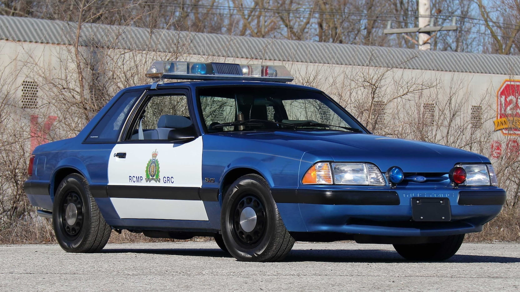 1989 Ford Mustang ssp police car front three-quarter