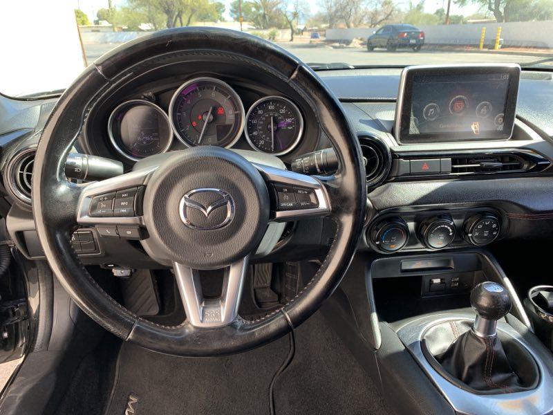 2016 Mazda MX-5 Miata Club interior front dash